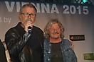 Schwedischer Teilnehmer Jan Johansen 1995 und ein Teilnehmer Österreichss 1975 der Gruppe Waterloo und Robinson